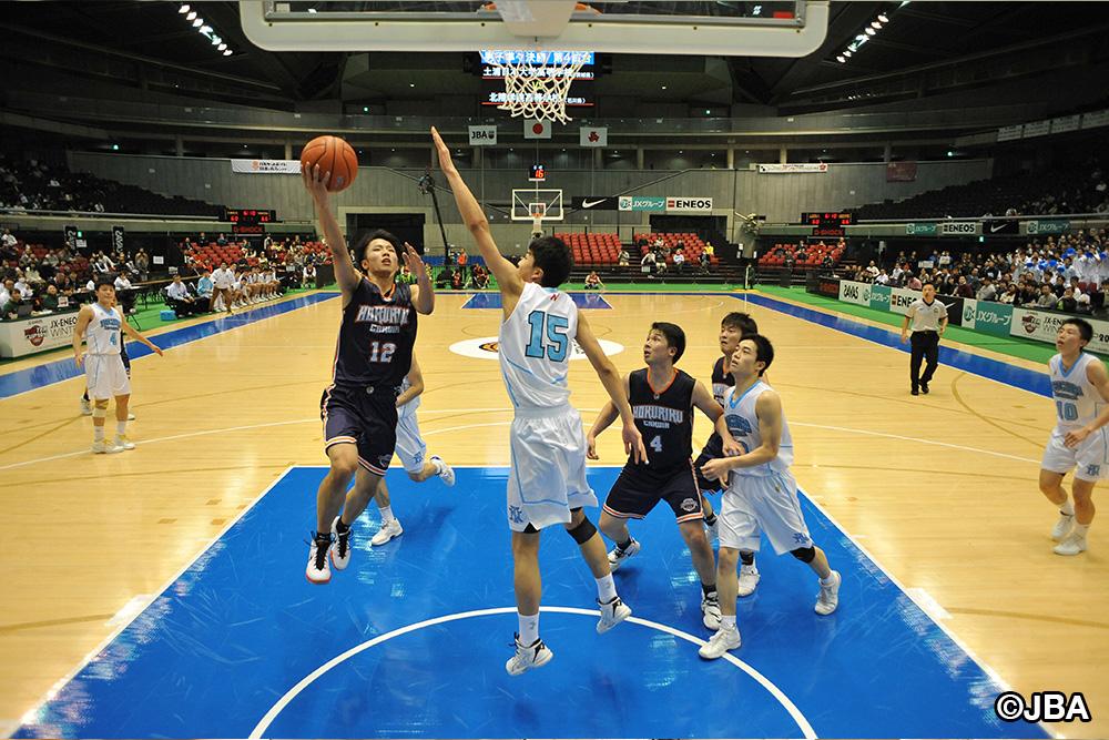 ⑫大倉 颯太選手らがゴールにアタックできるのは、④小室 悠太郎選手らがいるからこそ