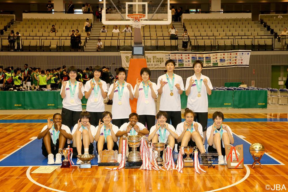 女子では、今年度も高校総体と国民体育大会と制し、高校3冠を狙う桜花学園