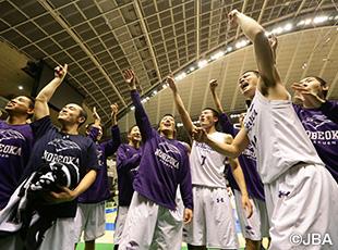 ブザービーターで逆転勝利を決めた男子の延岡学園(宮崎)
